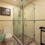 Deluxe-B7-Bathroom-2